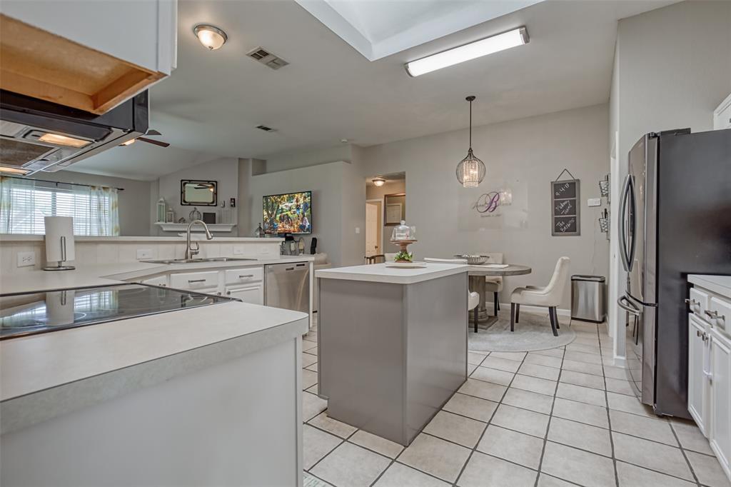 1620 Sandalwood  Drive, Grand Prairie, Texas 75052 - acquisto real estate best allen realtor kim miller hunters creek expert