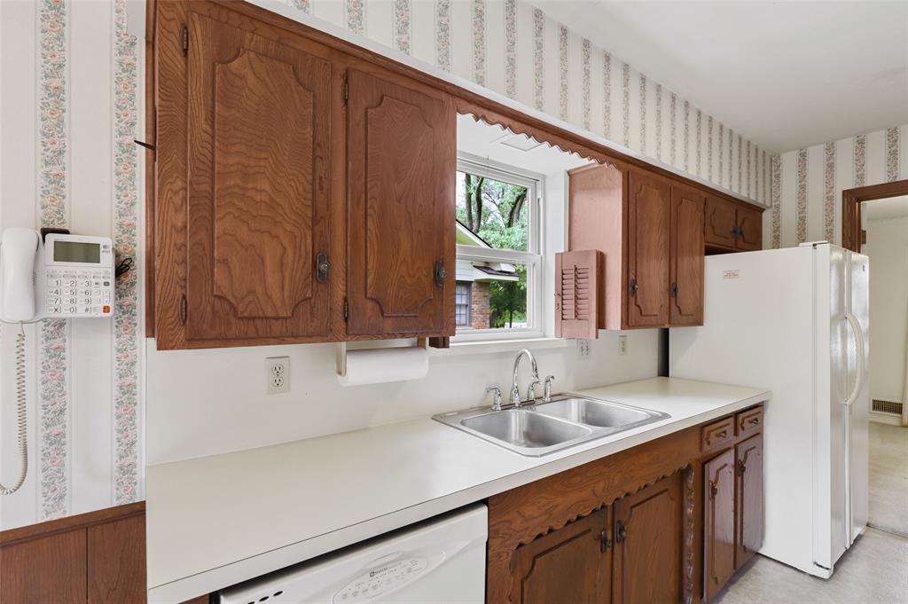 9525 Brentgate  Drive, Dallas, Texas 75238 - acquisto real estate best real estate company to work for