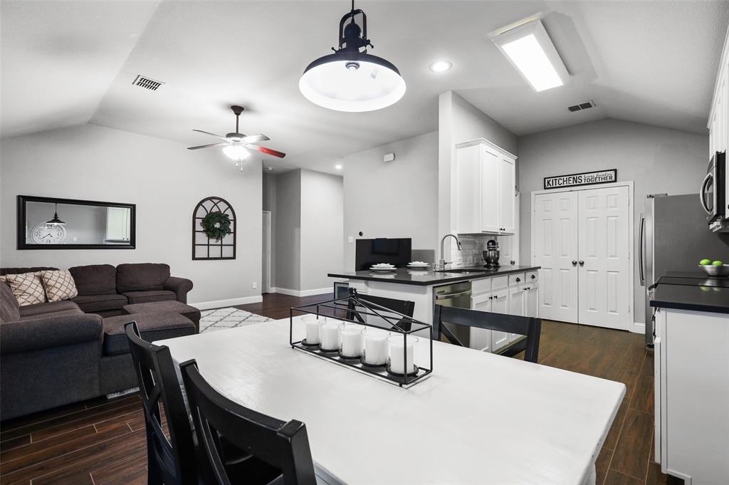 1432 Castlegar  Lane, Fort Worth, Texas 76247 - acquisto real estate best style realtor kim miller best real estate reviews dfw