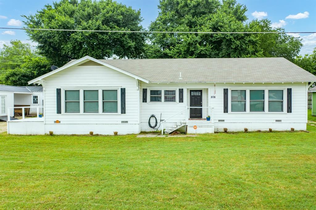 808 Avenue C  Valley Mills, Texas 76689 - Acquisto Real Estate best frisco realtor Amy Gasperini 1031 exchange expert