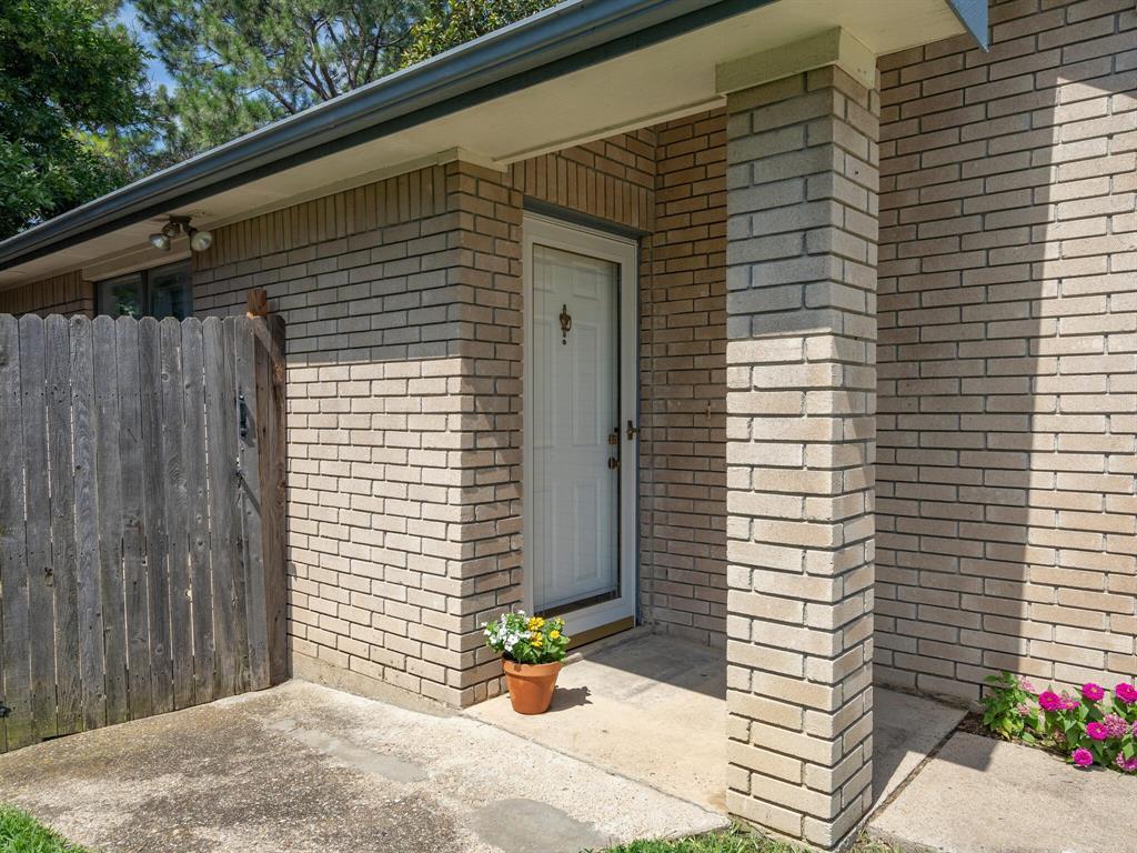 210 Mahogany  Drive, Arlington, Texas 76018 - acquisto real estate best plano real estate agent mike shepherd