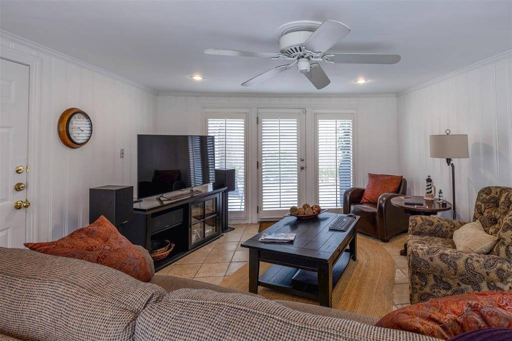 1154 Edgefield  Avenue, Dallas, Texas 75208 - acquisto real estate best realtor dallas texas linda miller agent for cultural buyers