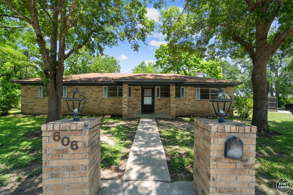 606 Hemphill  Street, Brownwood, Texas 76801 - Acquisto Real Estate best frisco realtor Amy Gasperini 1031 exchange expert