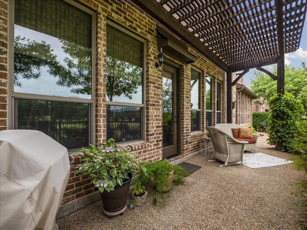 814 Winterwood  Court, Garland, Texas 75044 - acquisto real estate best realtor foreclosure real estate mike shepeherd walnut grove realtor
