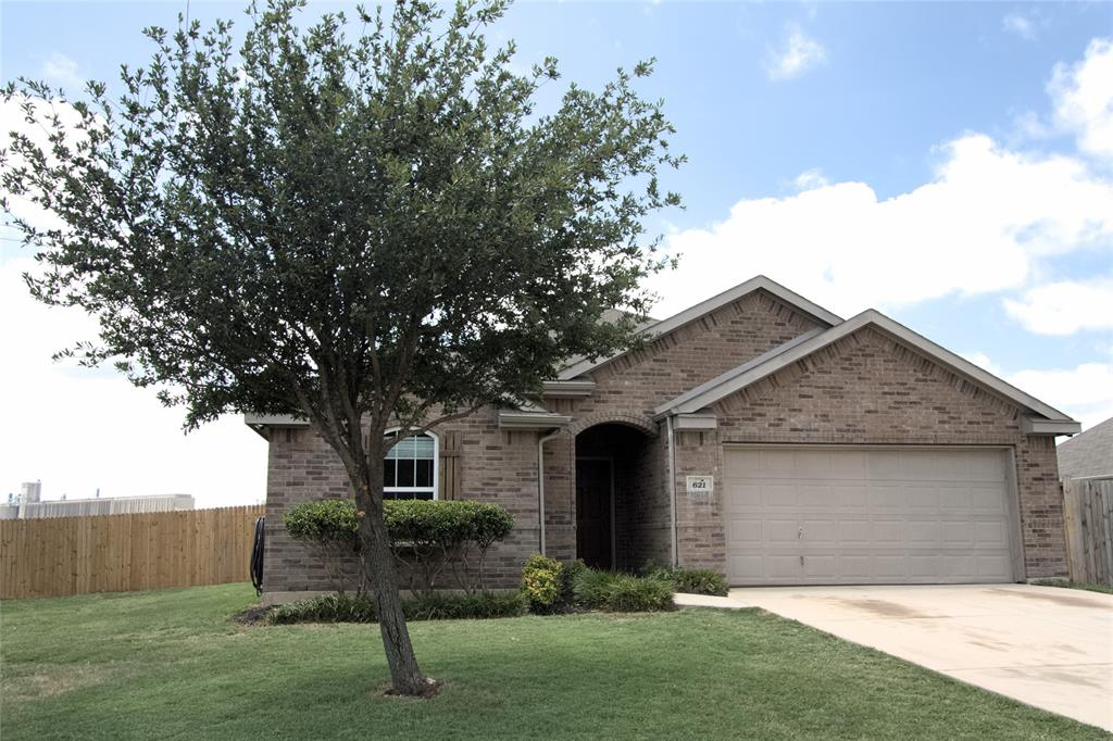 621 Sparrow  Drive, Saginaw, Texas 76131 - acquisto real estate best the colony realtor linda miller the bridges real estate