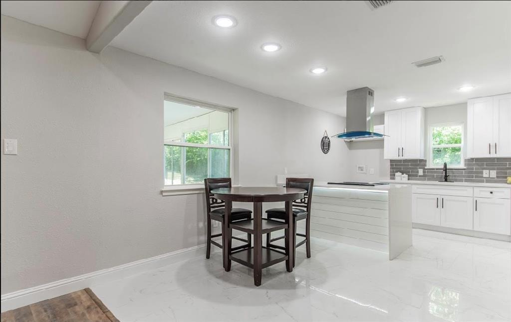 1001 5th  Street, Grand Prairie, Texas 75051 - acquisto real estate best real estate company to work for