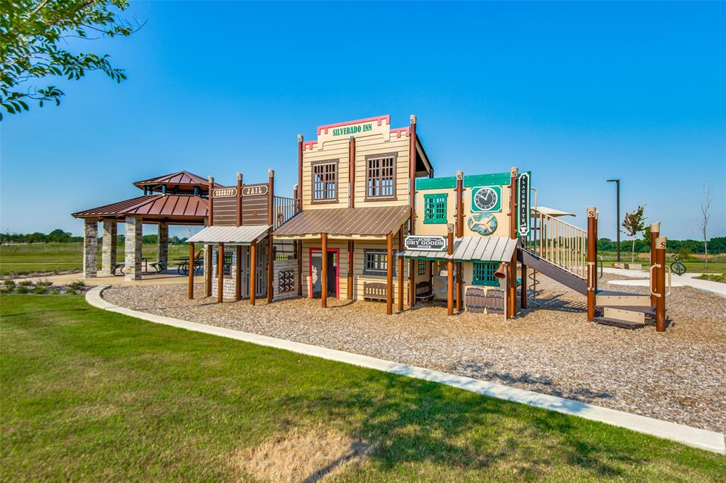 2805 Half Moon  Road, Aubrey, Texas 76227 - acquisto real estate agent of the year mike shepherd