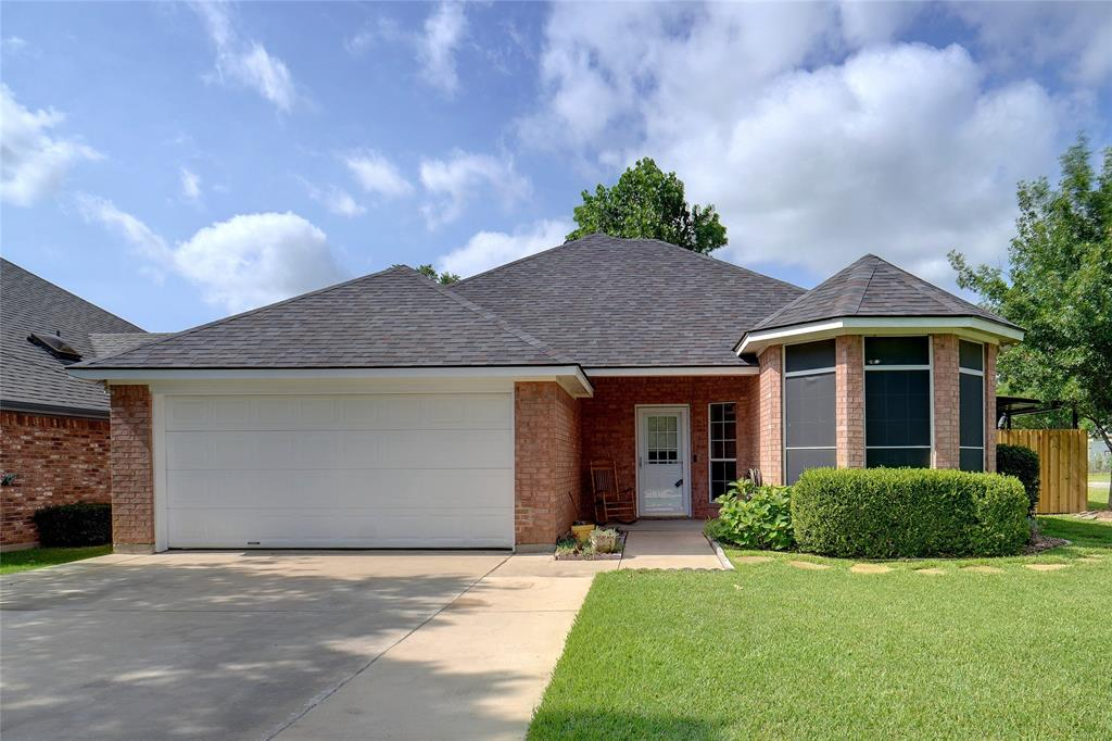 319 6th  Street, Justin, Texas 76247 - Acquisto Real Estate best plano realtor mike Shepherd home owners association expert