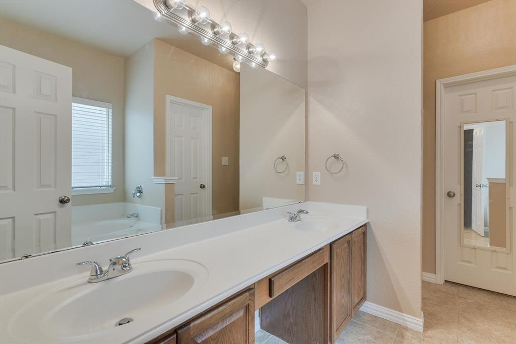 4821 Lemon Grove  Drive, Fort Worth, Texas 76135 - acquisto real estate best investor home specialist mike shepherd relocation expert