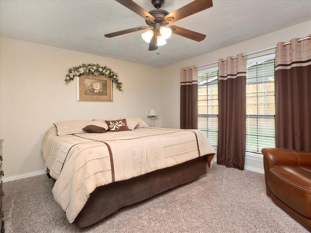 4700 Lone Oak  Drive, Arlington, Texas 76017 - acquisto real estate best photos for luxury listings amy gasperini quick sale real estate