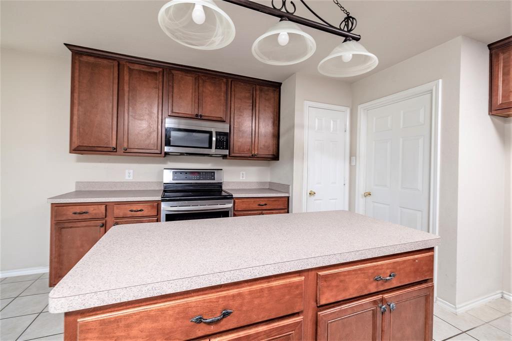 5108 Brookside  Drive, Denton, Texas 76226 - acquisto real estate best new home sales realtor linda miller executor real estate