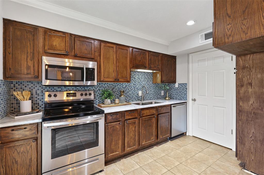 7609 Pebblestone  Drive, Dallas, Texas 75230 - acquisto real estate best luxury buyers agent in texas shana acquisto inheritance realtor