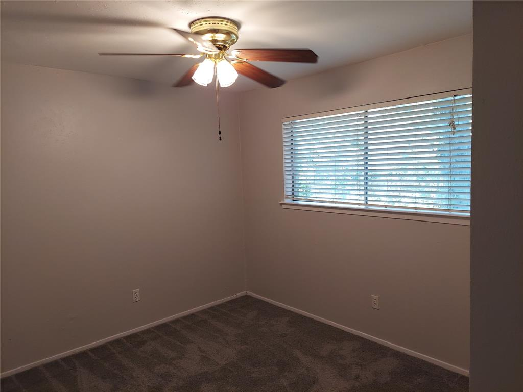 1302 Tucker  Boulevard, Arlington, Texas 76010 - acquisto real estate best real estate company to work for