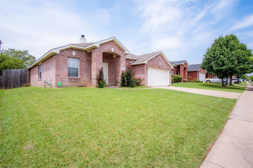 7018 Lake Jackson  Drive, Arlington, Texas 76002 - Acquisto Real Estate best frisco realtor Amy Gasperini 1031 exchange expert