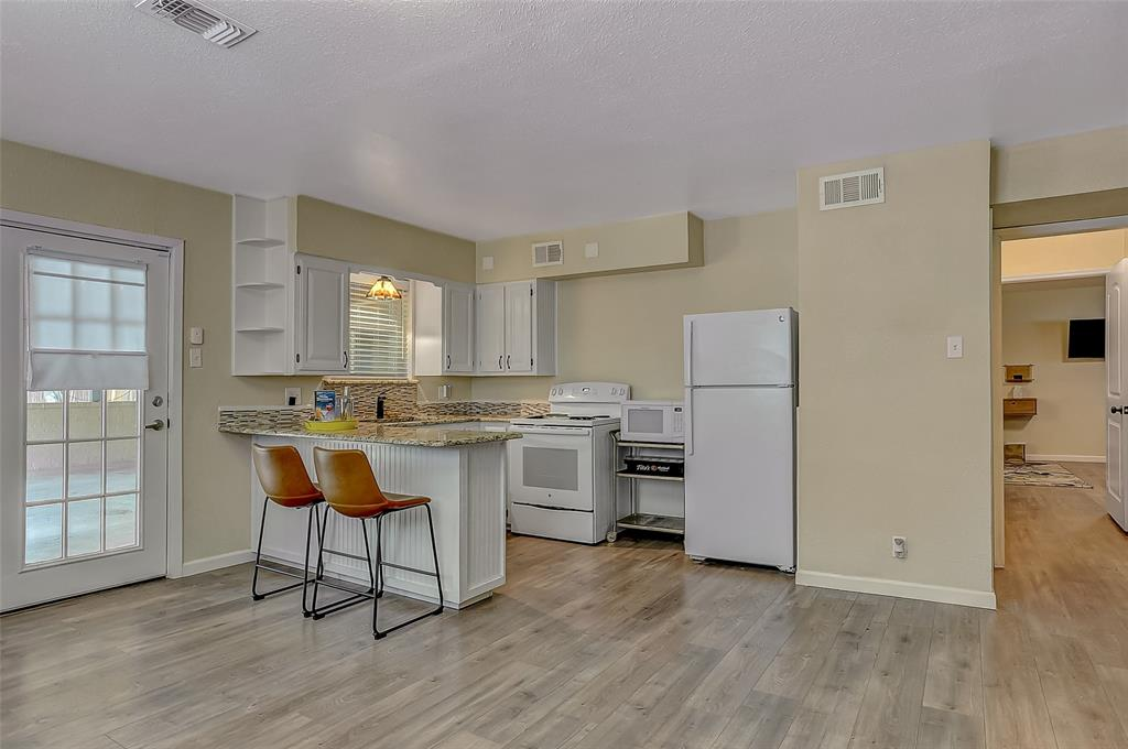 809 Brown  Avenue, Denison, Texas 75020 - Acquisto Real Estate best frisco realtor Amy Gasperini 1031 exchange expert