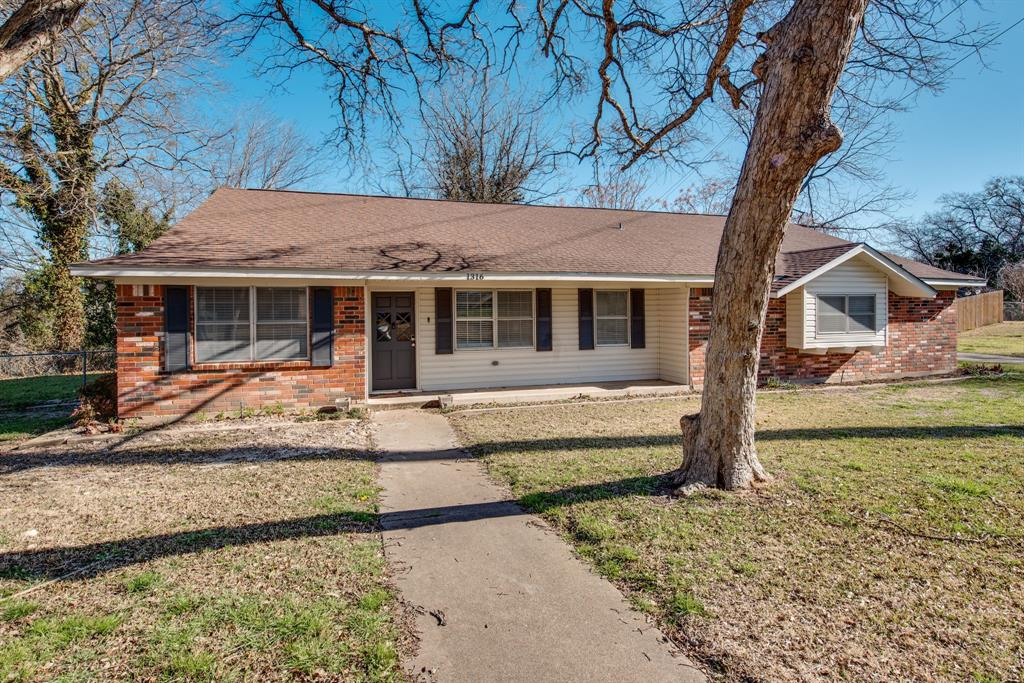 1316 Circlewood  Drive, Woodway, Texas 76712 - Acquisto Real Estate best frisco realtor Amy Gasperini 1031 exchange expert