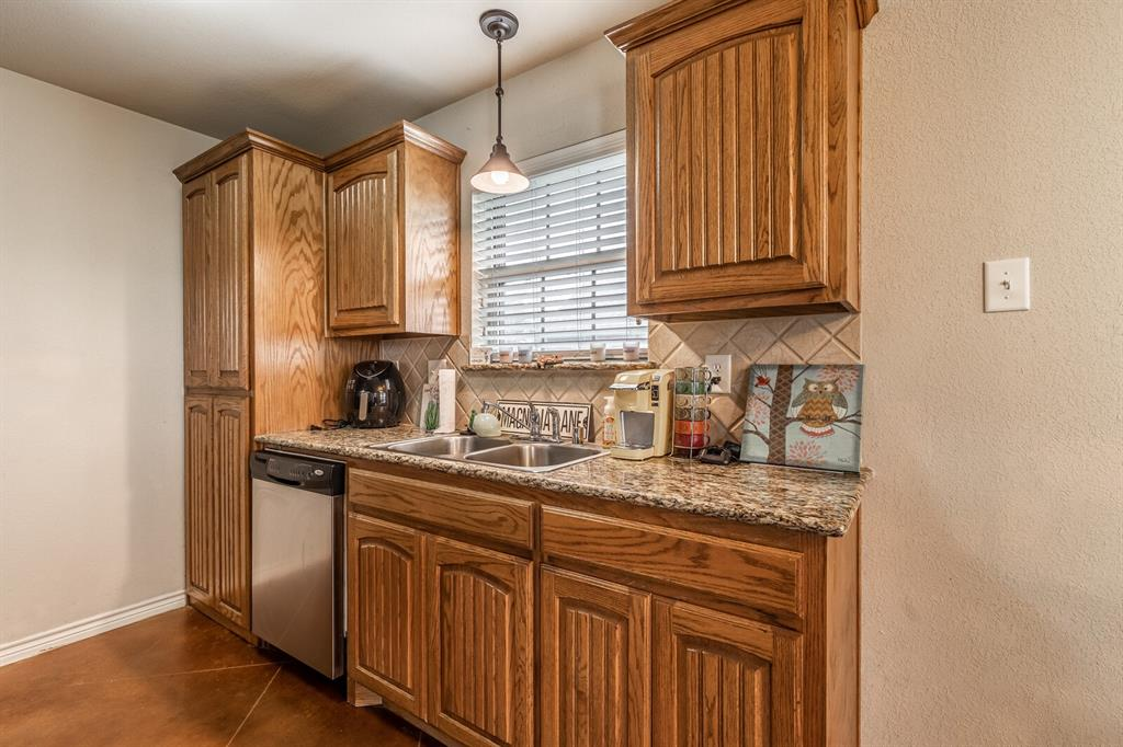 124 Joyce  Street, Whitney, Texas 76692 - acquisto real estate best park cities realtor kim miller best staging agent