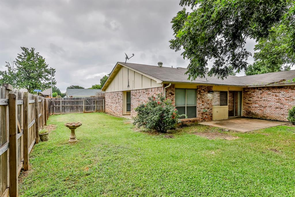 2800 Treeview  Drive, Arlington, Texas 76016 - acquisto real estate best realtor dfw jody daley liberty high school realtor