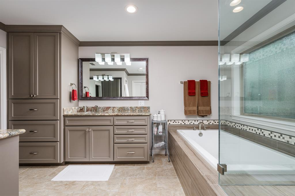 6556 Meadowcreek  Drive, Dallas, Texas 75254 - acquisto real estate best frisco real estate broker in texas for high net worth buyers