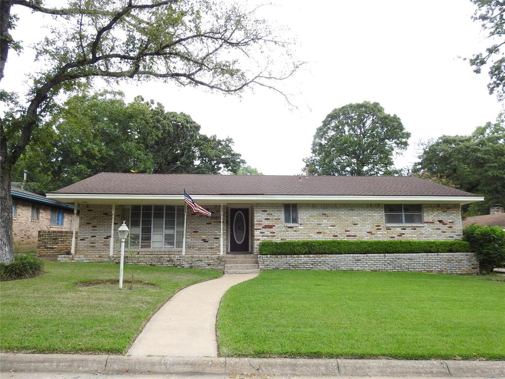 135 Circle  Drive, Denison, Texas 75021 - Acquisto Real Estate best frisco realtor Amy Gasperini 1031 exchange expert