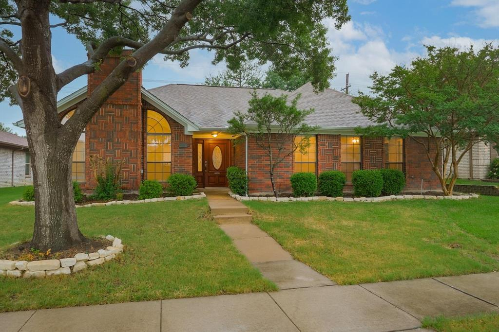 1662 Crosshaven  Drive, Lewisville, Texas 75077 - Acquisto Real Estate best plano realtor mike Shepherd home owners association expert
