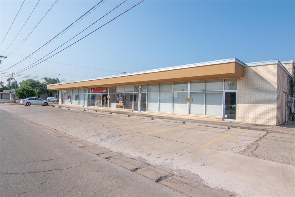 601 Fisk  Avenue, Brownwood, Texas 76801 - Acquisto Real Estate best frisco realtor Amy Gasperini 1031 exchange expert