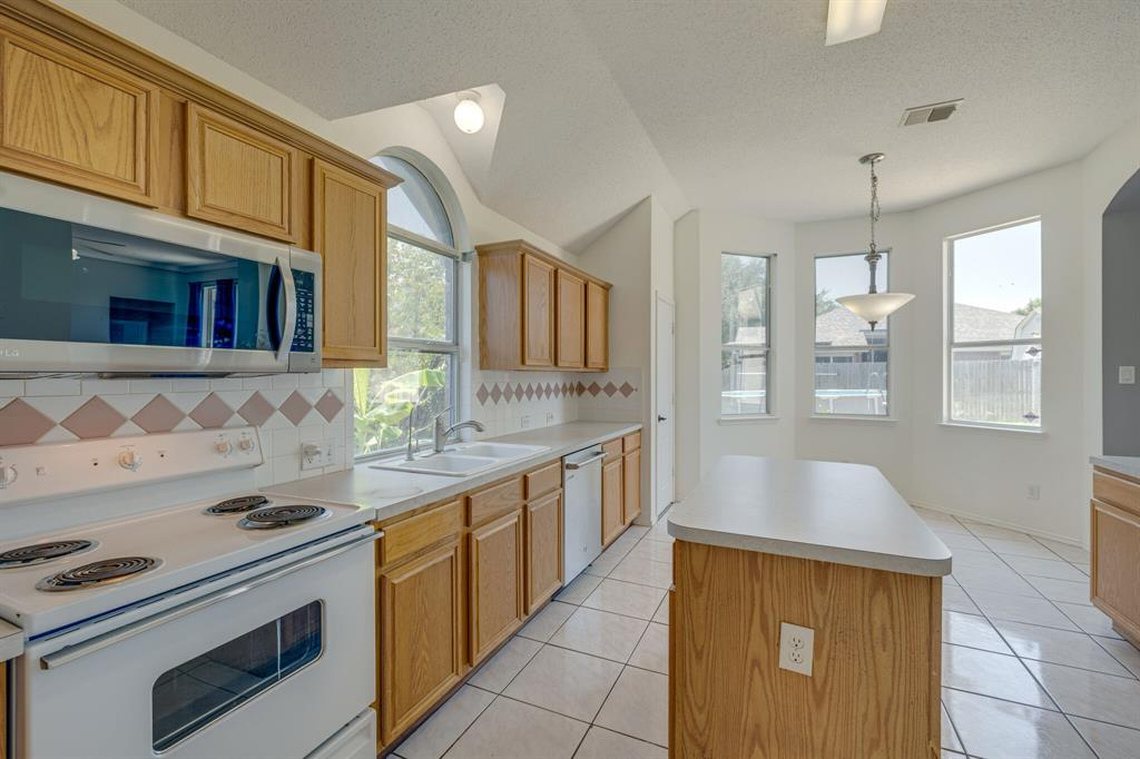 401 Watertown  Lane, Arlington, Texas 76002 - acquisto real estate best investor home specialist mike shepherd relocation expert