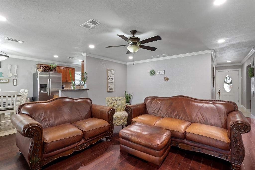 5303 Smoke Tree  Drive, Arlington, Texas 76018 - acquisto real estate best highland park realtor amy gasperini fast real estate service