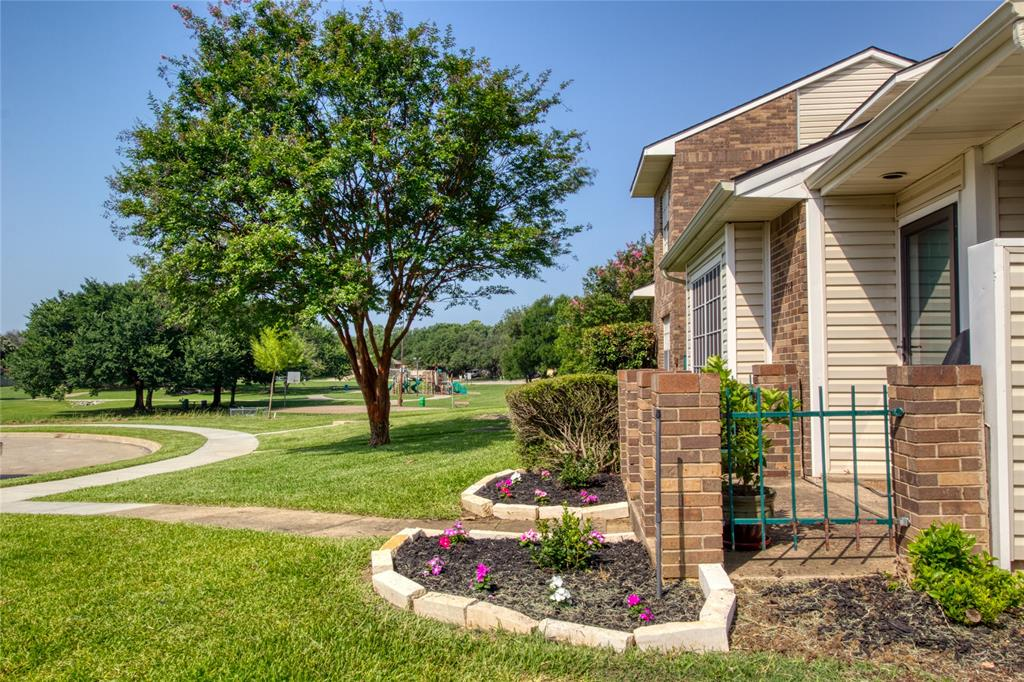 719 Creekwood  Court, Lewisville, Texas 75067 - Acquisto Real Estate best plano realtor mike Shepherd home owners association expert