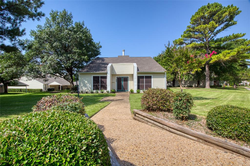 719 Creekwood  Court, Lewisville, Texas 75067 - acquisto real estate best listing photos hannah ewing mckinney real estate expert