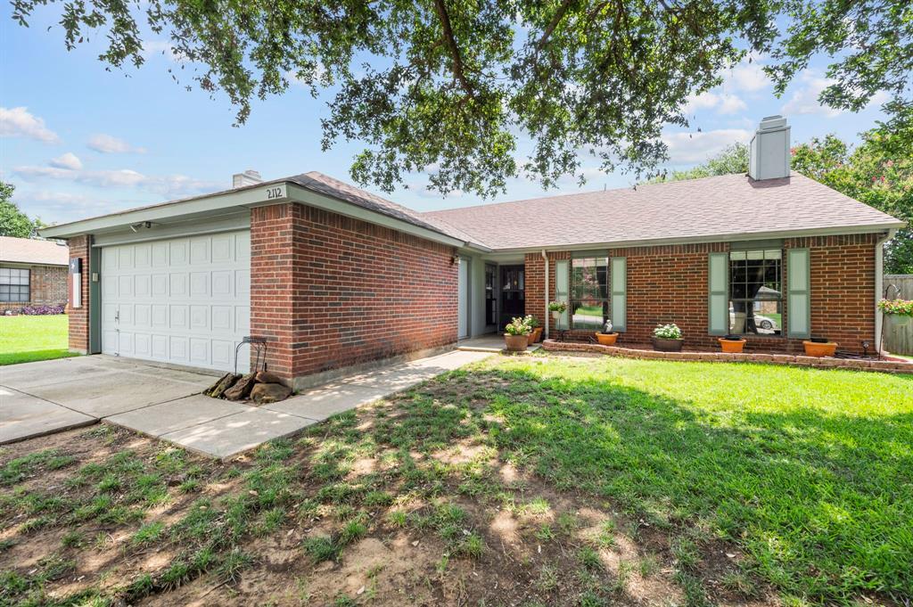 2112 Crestmeadow  Street, Denton, Texas 76207 - Acquisto Real Estate best plano realtor mike Shepherd home owners association expert