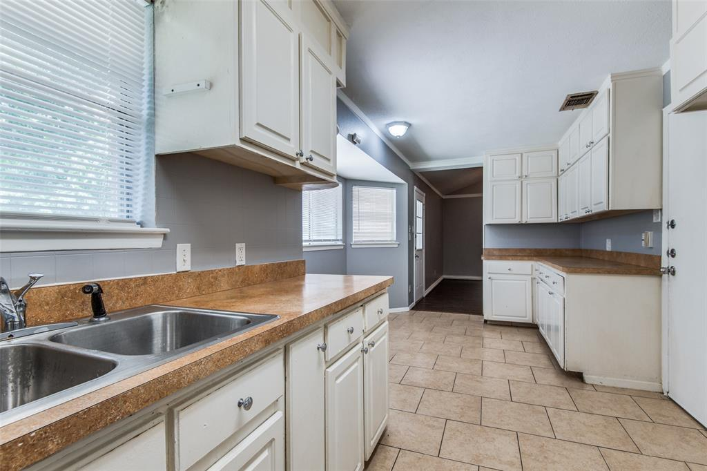 1911 Redwood  Street, Arlington, Texas 76014 - acquisto real estate best real estate company to work for