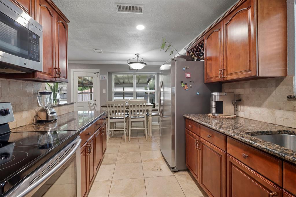 5303 Smoke Tree  Drive, Arlington, Texas 76018 - acquisto real estate best new home sales realtor linda miller executor real estate