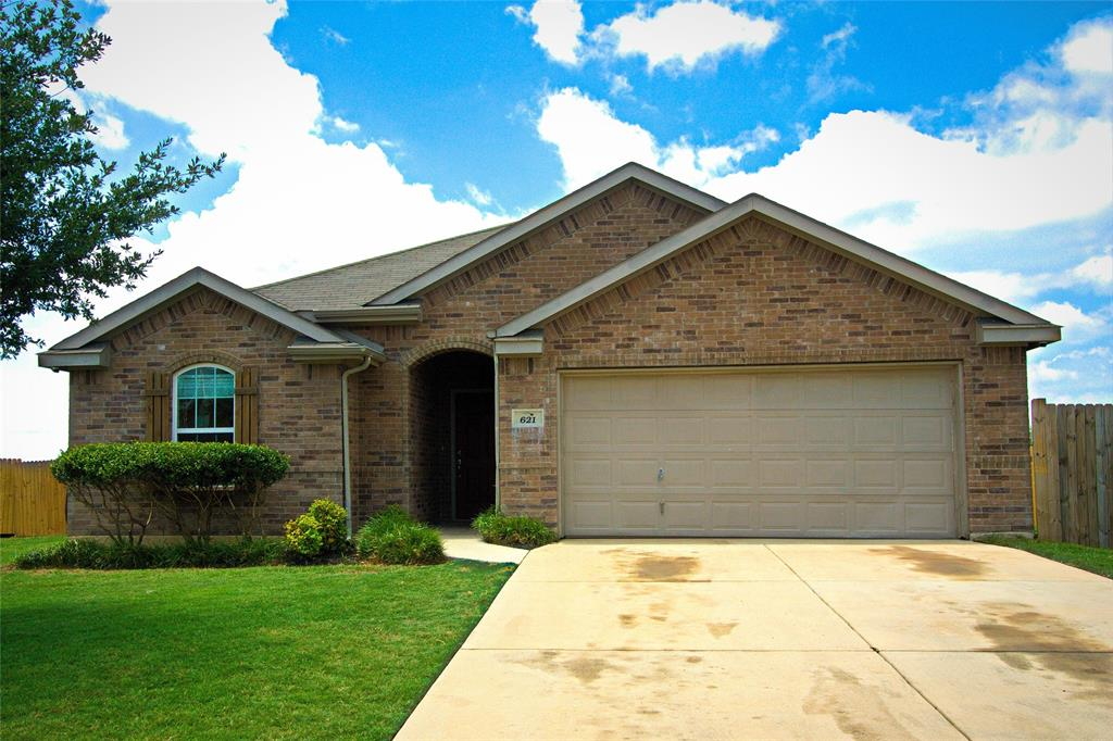 621 Sparrow  Drive, Saginaw, Texas 76131 - Acquisto Real Estate best plano realtor mike Shepherd home owners association expert