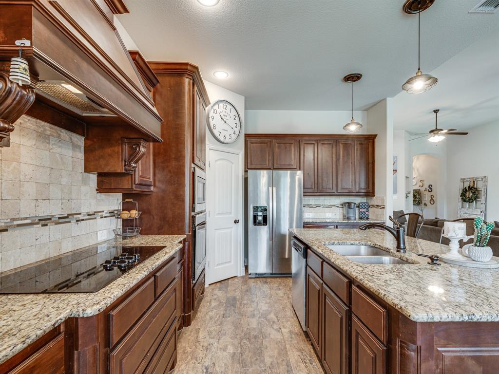 409 Hillstone  Drive, Midlothian, Texas 76065 - acquisto real estate best highland park realtor amy gasperini fast real estate service