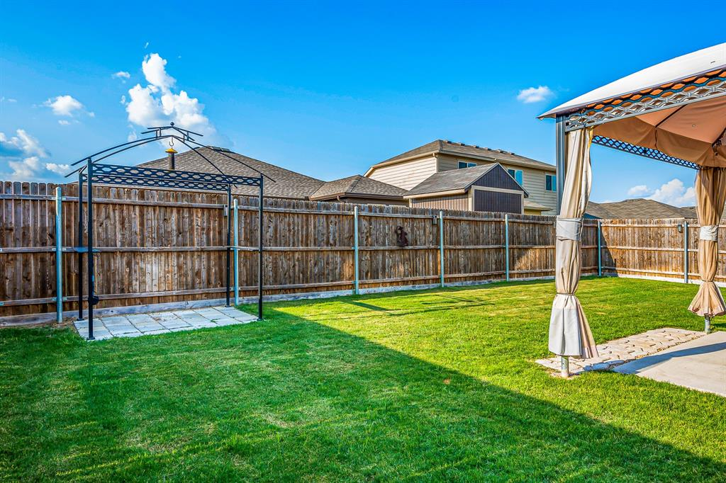 320 Emerald Creek  Drive, Fort Worth, Texas 76131 - acquisto real estate best photos for luxury listings amy gasperini quick sale real estate