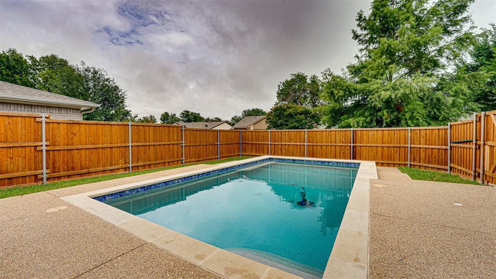 8206 Chesham  Drive, Rowlett, Texas 75088 - acquisto real estate best plano real estate agent mike shepherd