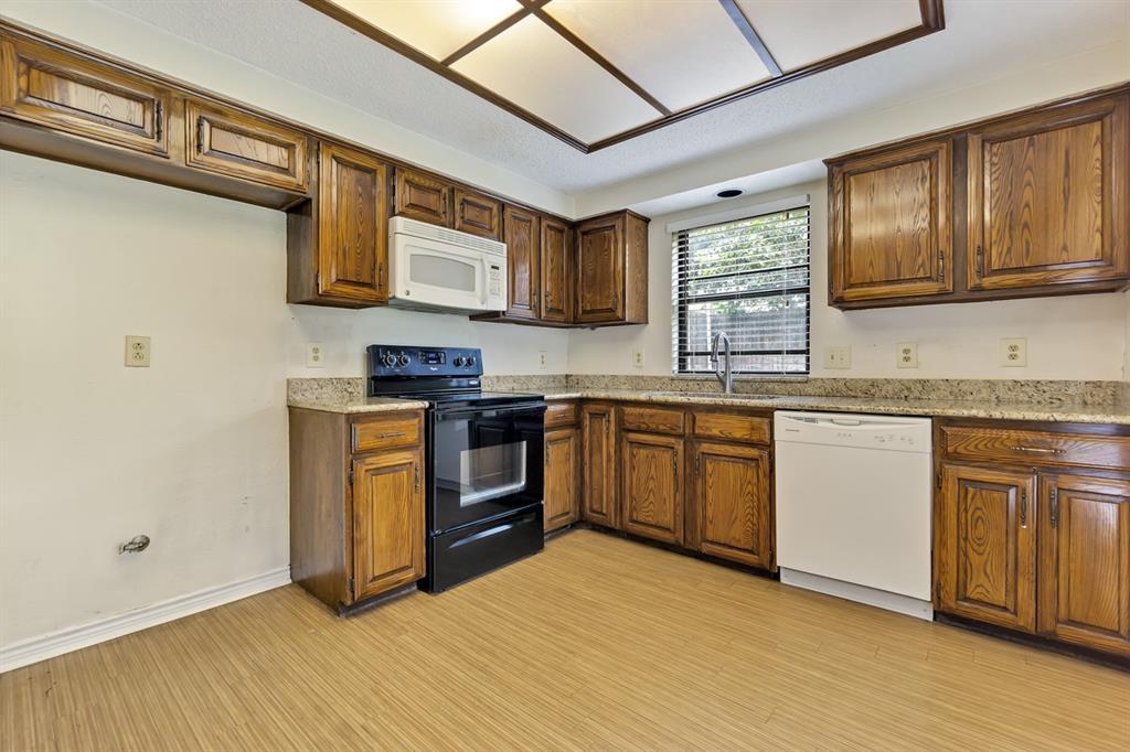 2113 Avignon  Drive, Carrollton, Texas 75007 - acquisto real estate best real estate company in frisco texas real estate showings