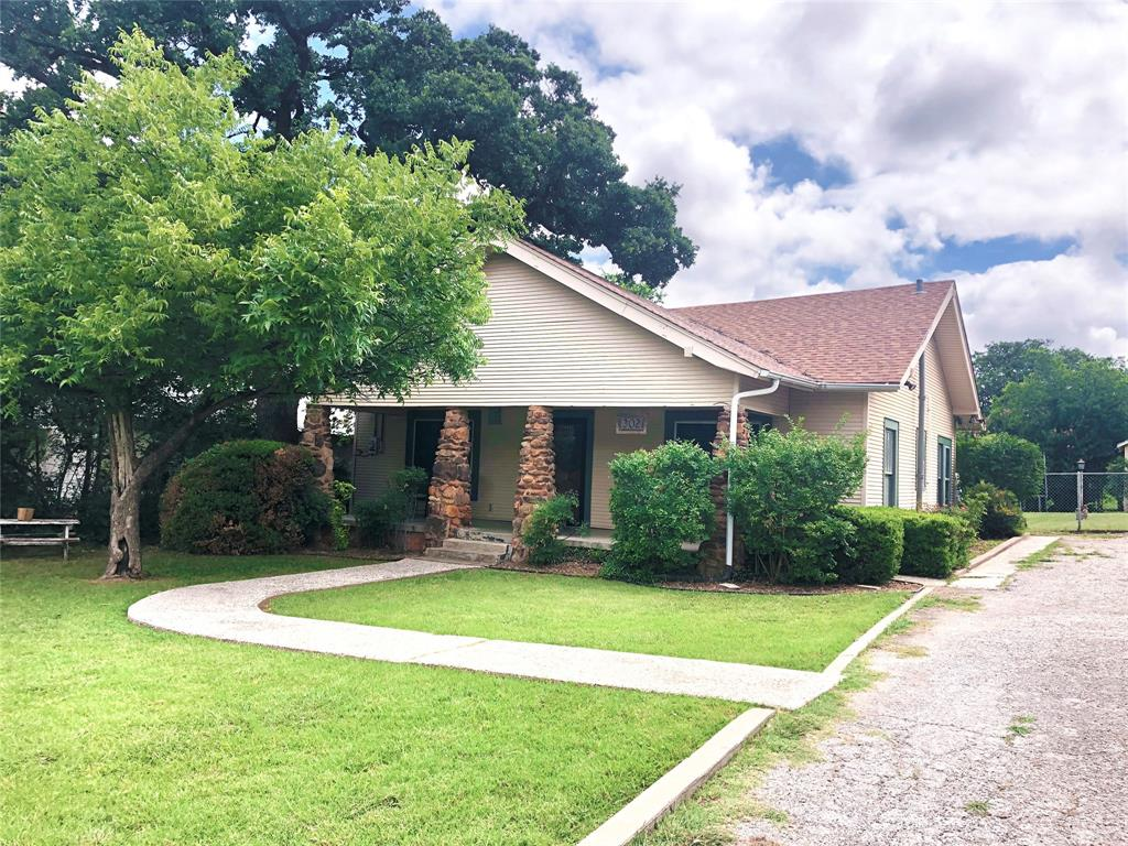 302 Ostrom  Avenue, Eastland, Texas 76448 - Acquisto Real Estate best frisco realtor Amy Gasperini 1031 exchange expert