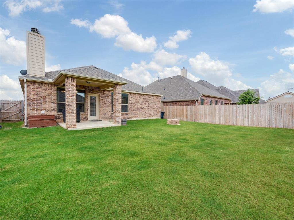 929 Viburnum  Drive, Fort Worth, Texas 76131 - acquisto real estate best realtor foreclosure real estate mike shepeherd walnut grove realtor