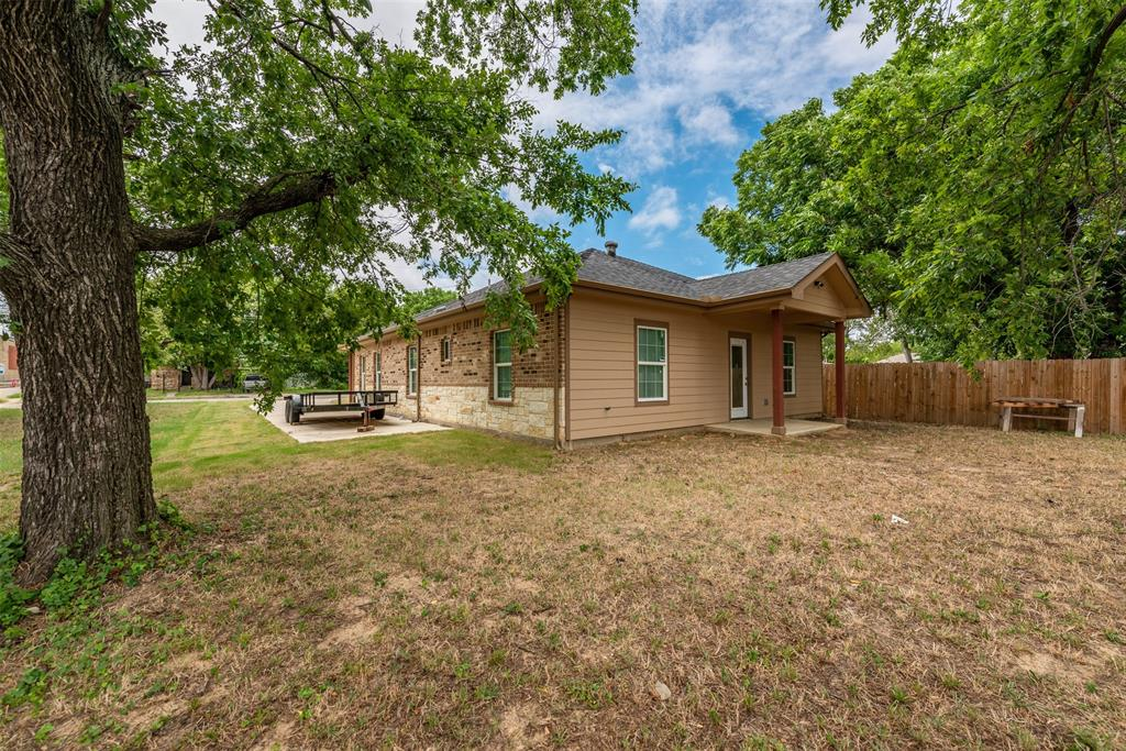 1745 Dillard  Street, Fort Worth, Texas 76105 - acquisto real estate best frisco real estate broker in texas for high net worth buyers