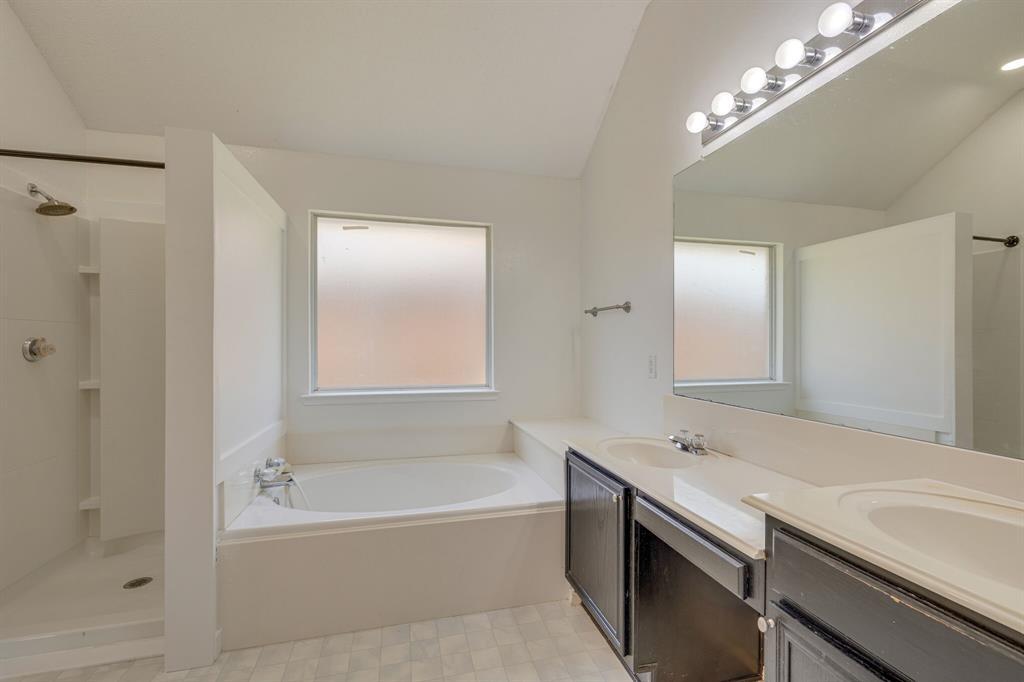 401 Watertown  Lane, Arlington, Texas 76002 - acquisto real estate best realtor foreclosure real estate mike shepeherd walnut grove realtor