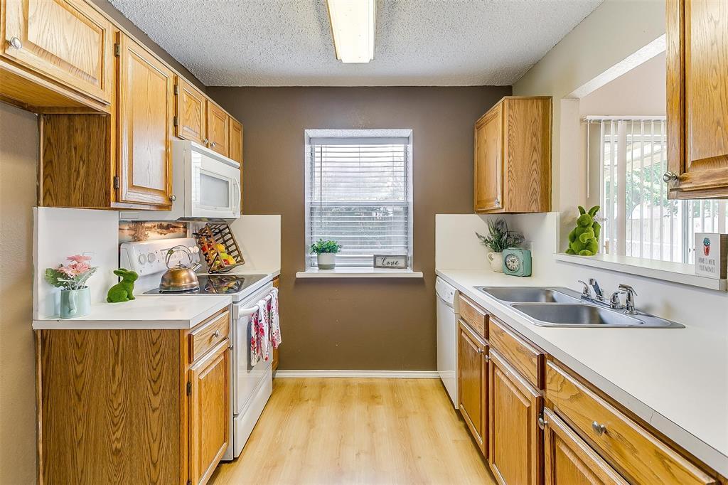 6028 Hillglen  Drive, Watauga, Texas 76148 - acquisto real estate best photos for luxury listings amy gasperini quick sale real estate