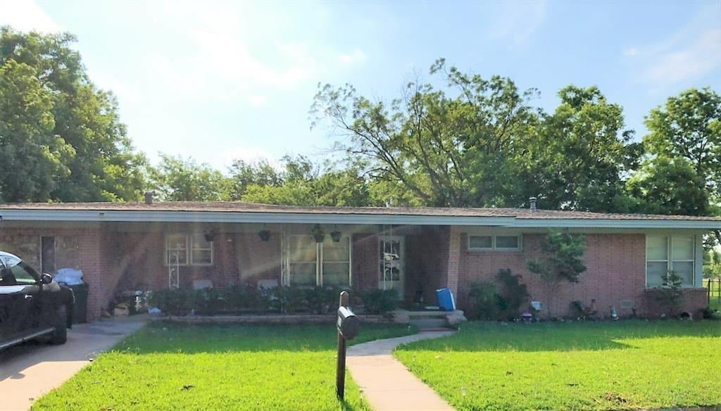 231 Sycamore  Street, Muenster, Texas 76252 - Acquisto Real Estate best frisco realtor Amy Gasperini 1031 exchange expert