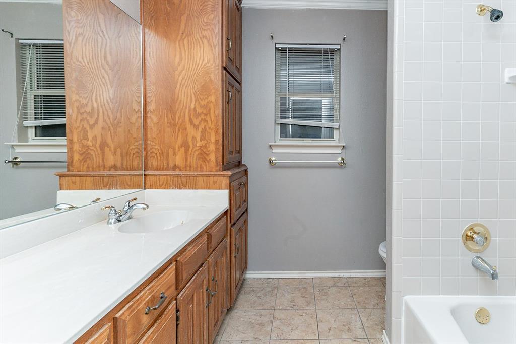 6710 Landover Hills  Lane, Arlington, Texas 76017 - acquisto real estate best style realtor kim miller best real estate reviews dfw