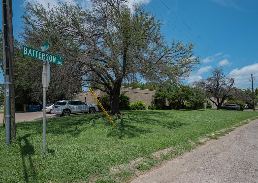 1300 Anglin  Street, Cleburne, Texas 76031 - acquisto real estate best frisco real estate broker in texas for high net worth buyers