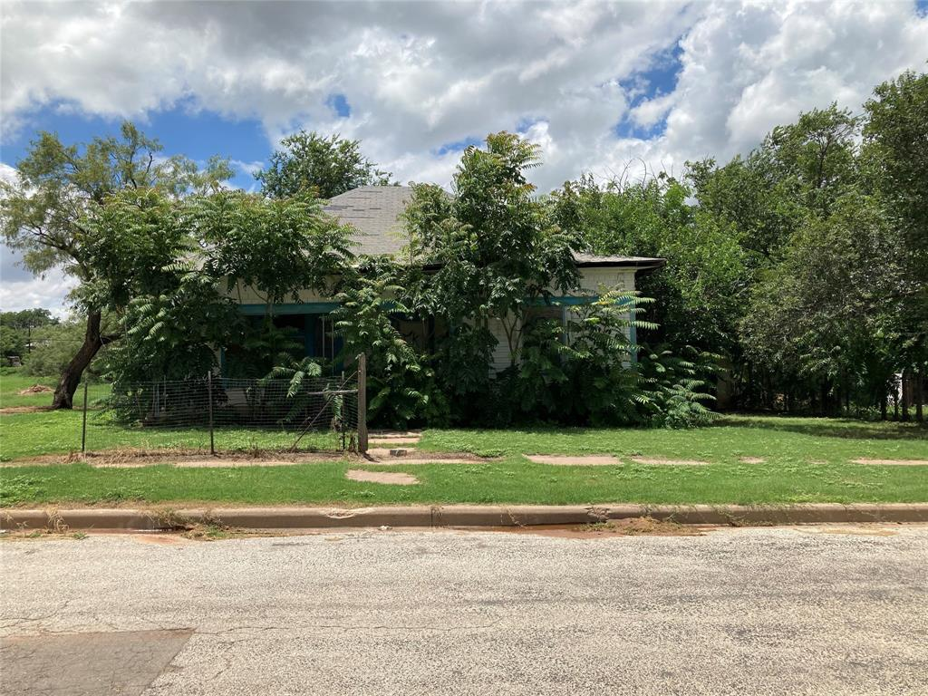 608 Bowie  Street, Sweetwater, Texas 79556 - Acquisto Real Estate best frisco realtor Amy Gasperini 1031 exchange expert