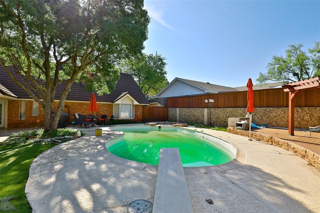 1600 Kiowa  Drive, Big Spring, Texas 79720 - acquisto real estate best plano real estate agent mike shepherd