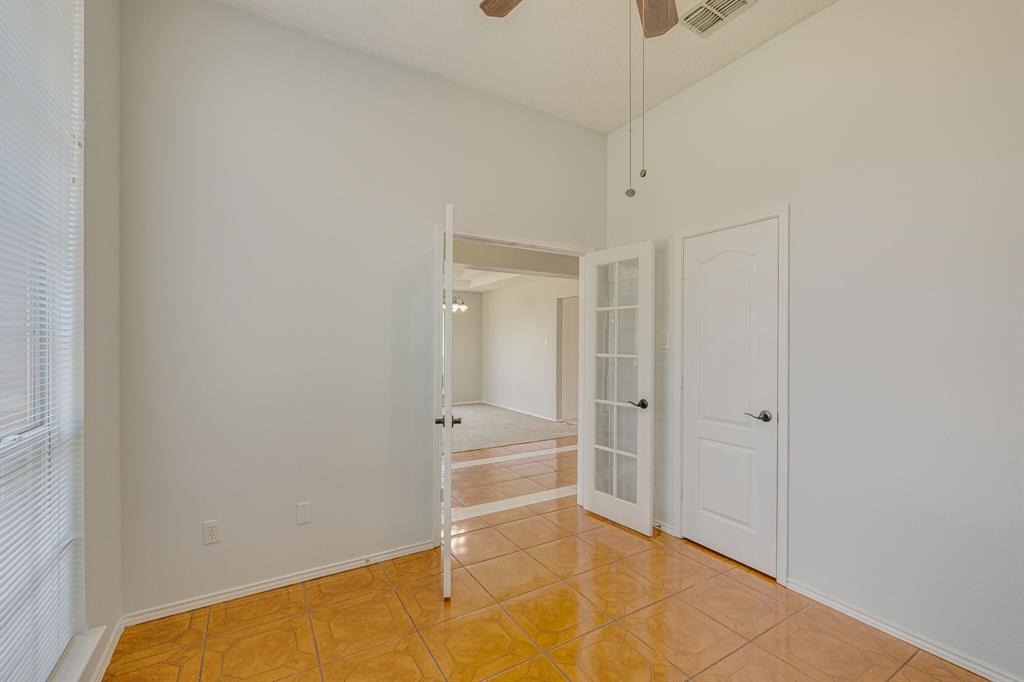 401 Watertown  Lane, Arlington, Texas 76002 - acquisto real estate best highland park realtor amy gasperini fast real estate service