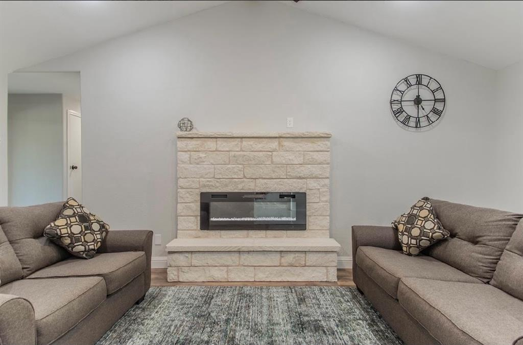 1001 5th  Street, Grand Prairie, Texas 75051 - acquisto real estate best photos for luxury listings amy gasperini quick sale real estate